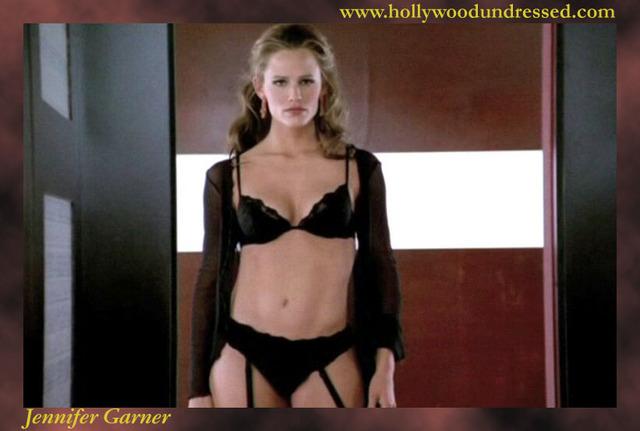 Natalie portman striptease and sex scene in closer 2004 - 2 3